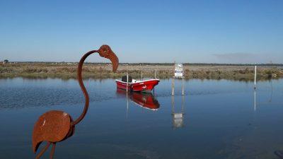 Metal flamingo sculpture at Caldeira do Moinho bird sanctuary