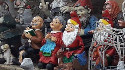 garden gnomes, sitting