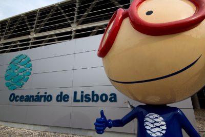 Seamus the Seagull on shoulder of Lisbon Oceanarium mascot